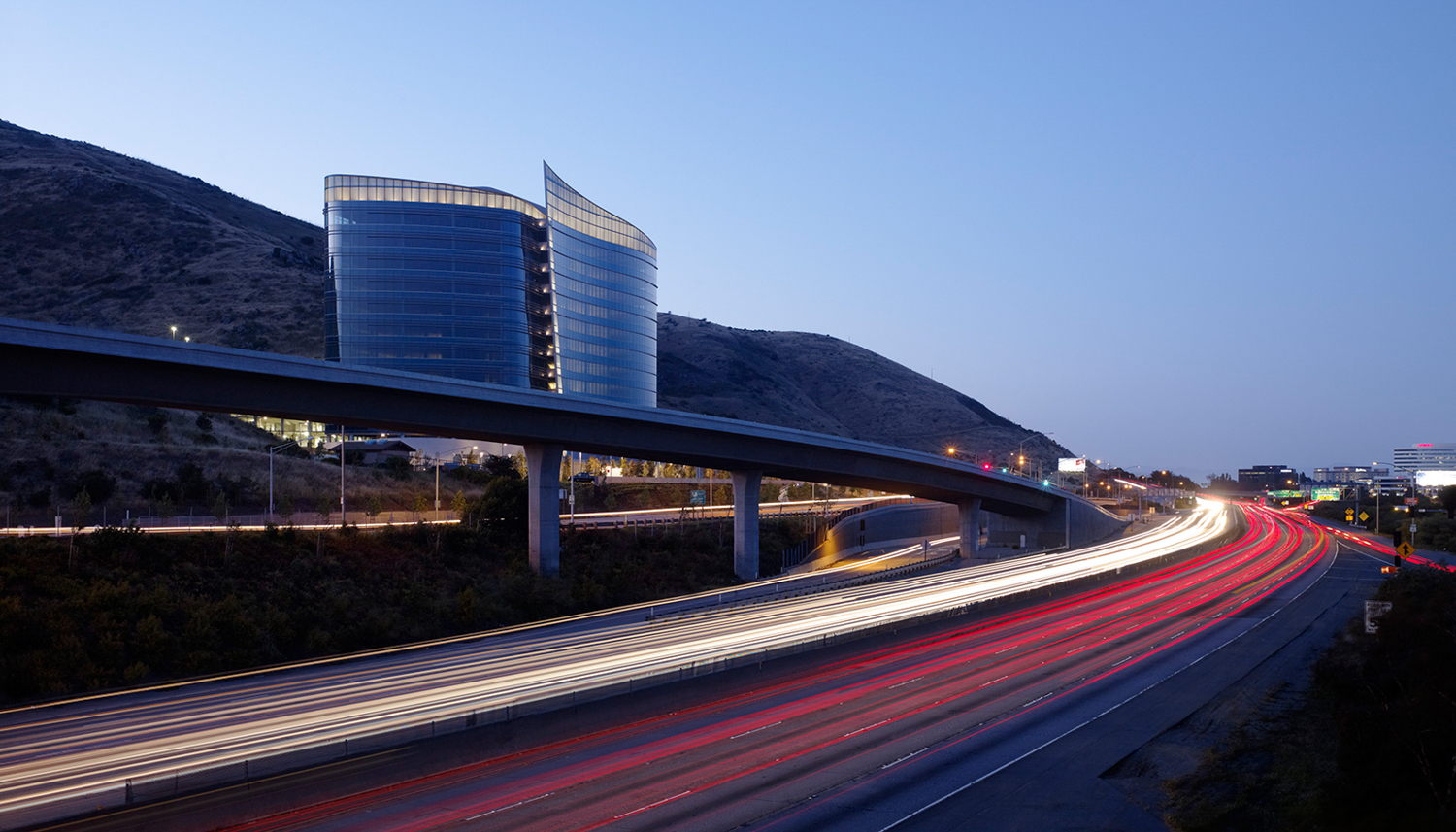 Genesis Towers beside the freeway, via SOM, image by Tim Griffith