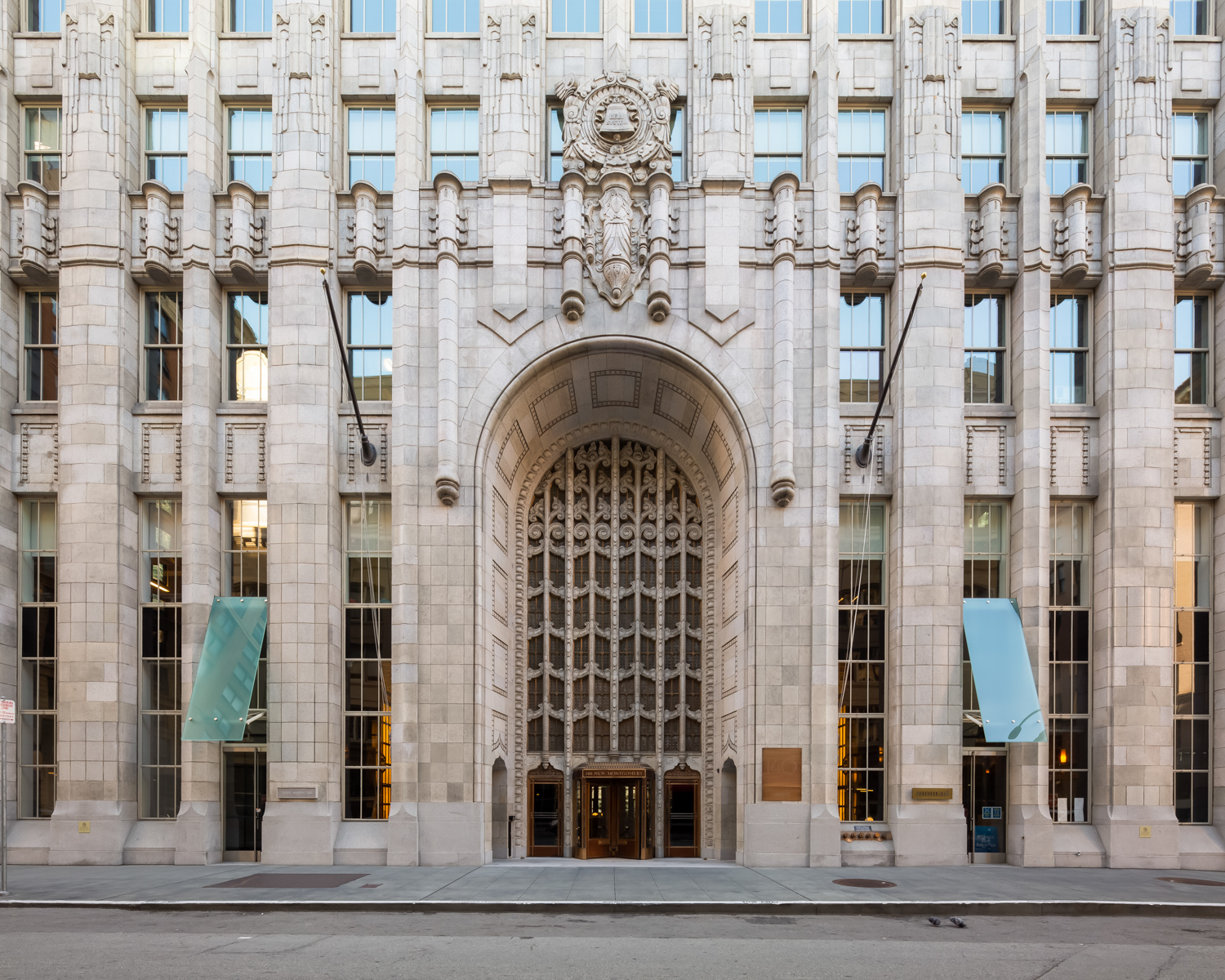 140 New Montgomery Street entry, image by Andrew Campbell Nelson