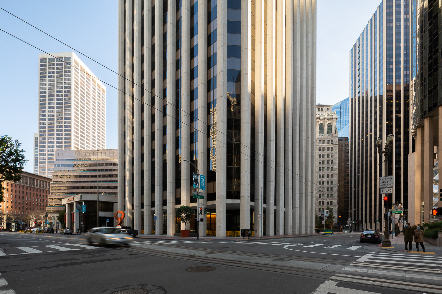 One California Street with the Becket-designed One Market Plaza tower on the images left, image by Andrew Campbell Nelson