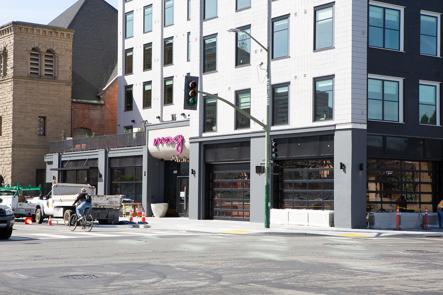 Moxy Hotel at 2225 Telegraph Avenue entrance, image by Andrew Campbell Nelson