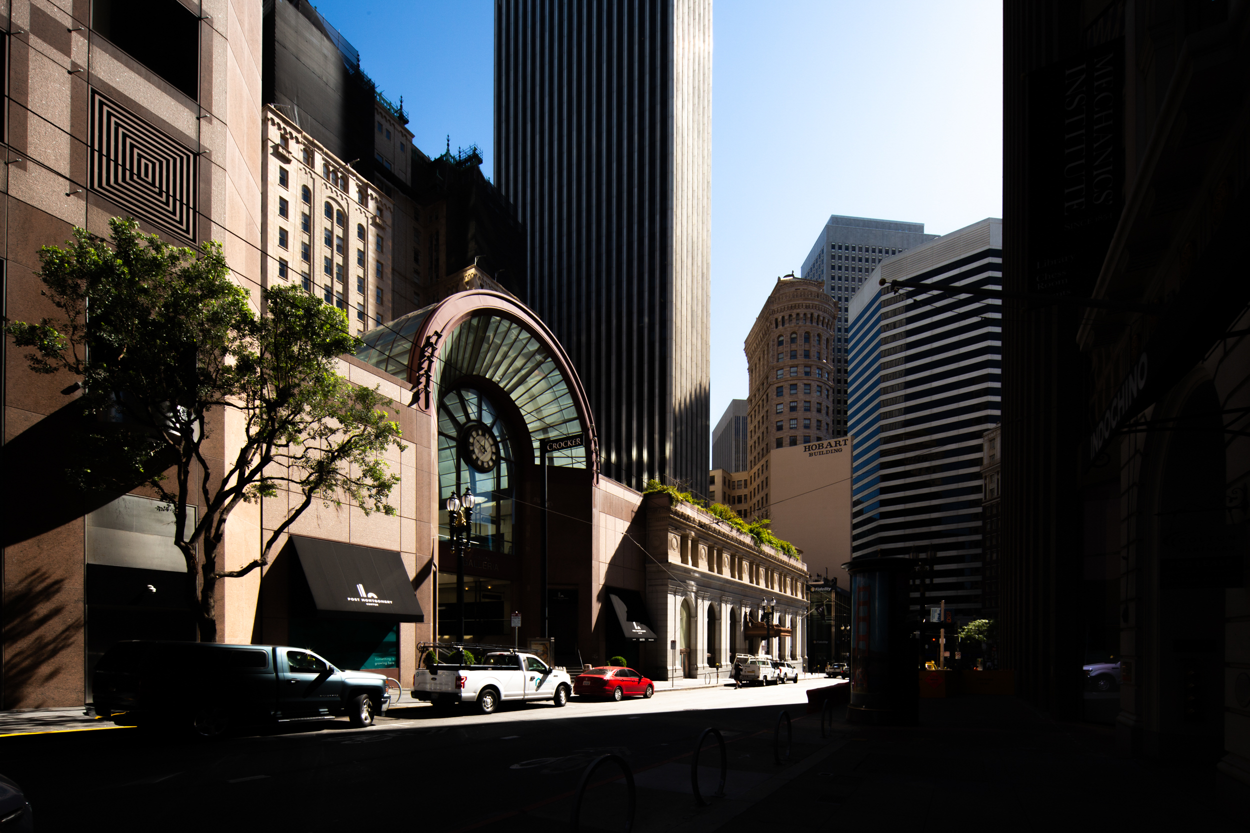 Crocker Galleria, connected to One Montgomery Tower and part of the Post Montgomery Center, image by Andrew Campbell Nelson