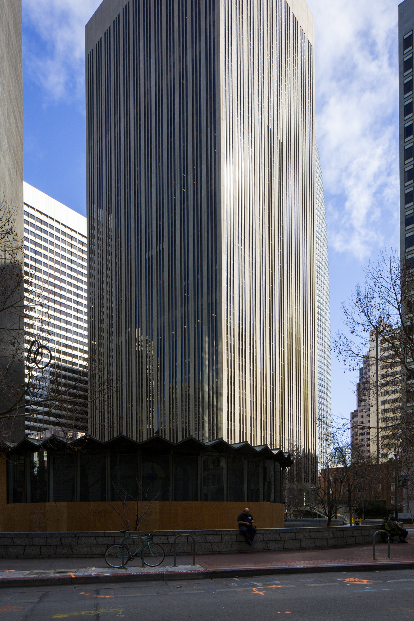 525 Market Street viewed from across the One Bush Street plaza, image by Andrew Campbell Nelson