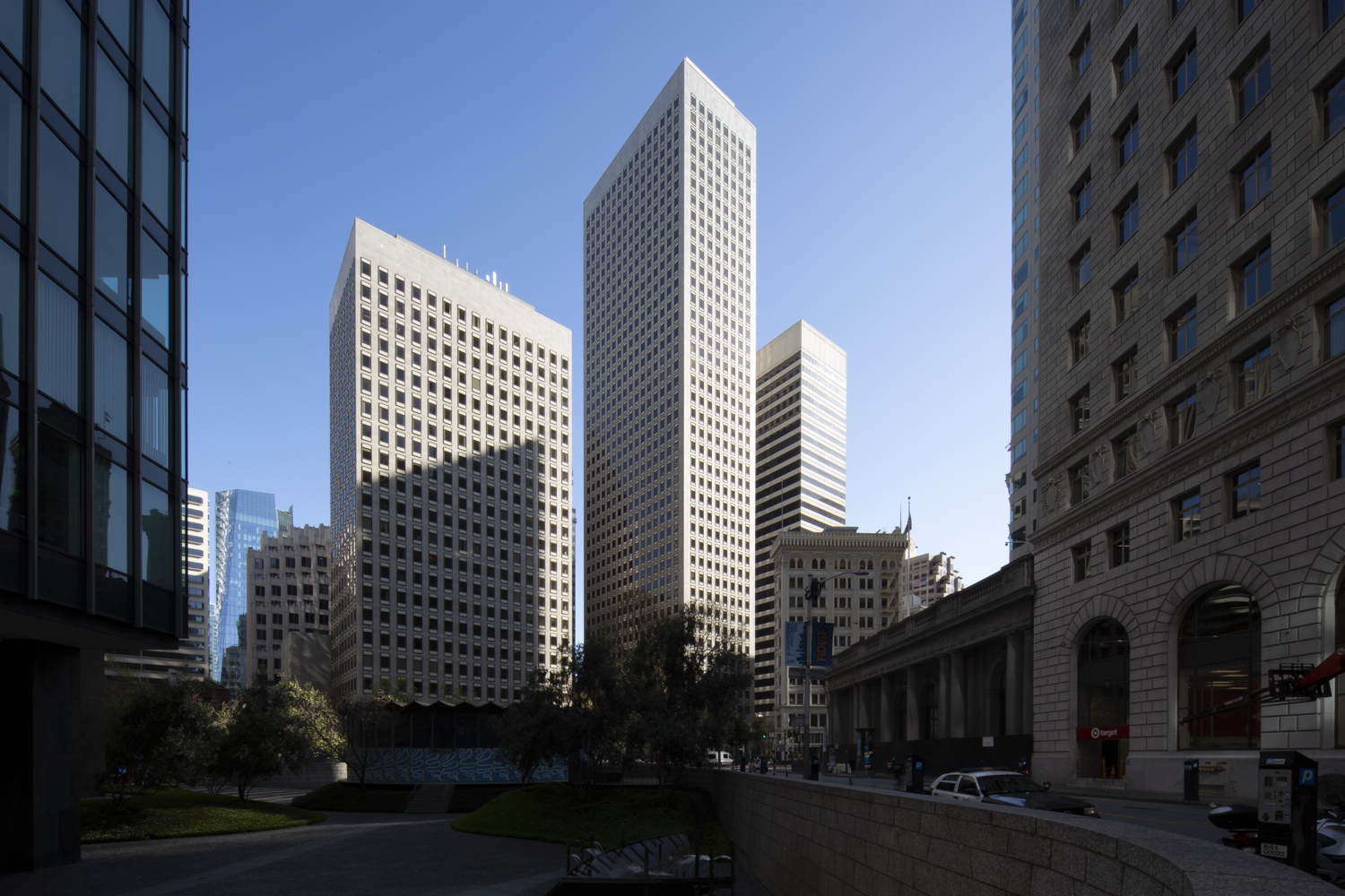 575 Market Street from the One Bush plaza, image by Andrew Campbell Nelson